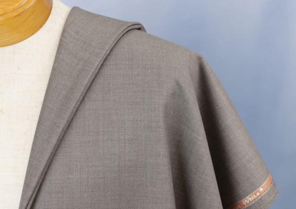 ■ドーメル社超高級&超希少「キルギスホワイト」の服地・流行のグレージュ・艶々です。無地タイプ