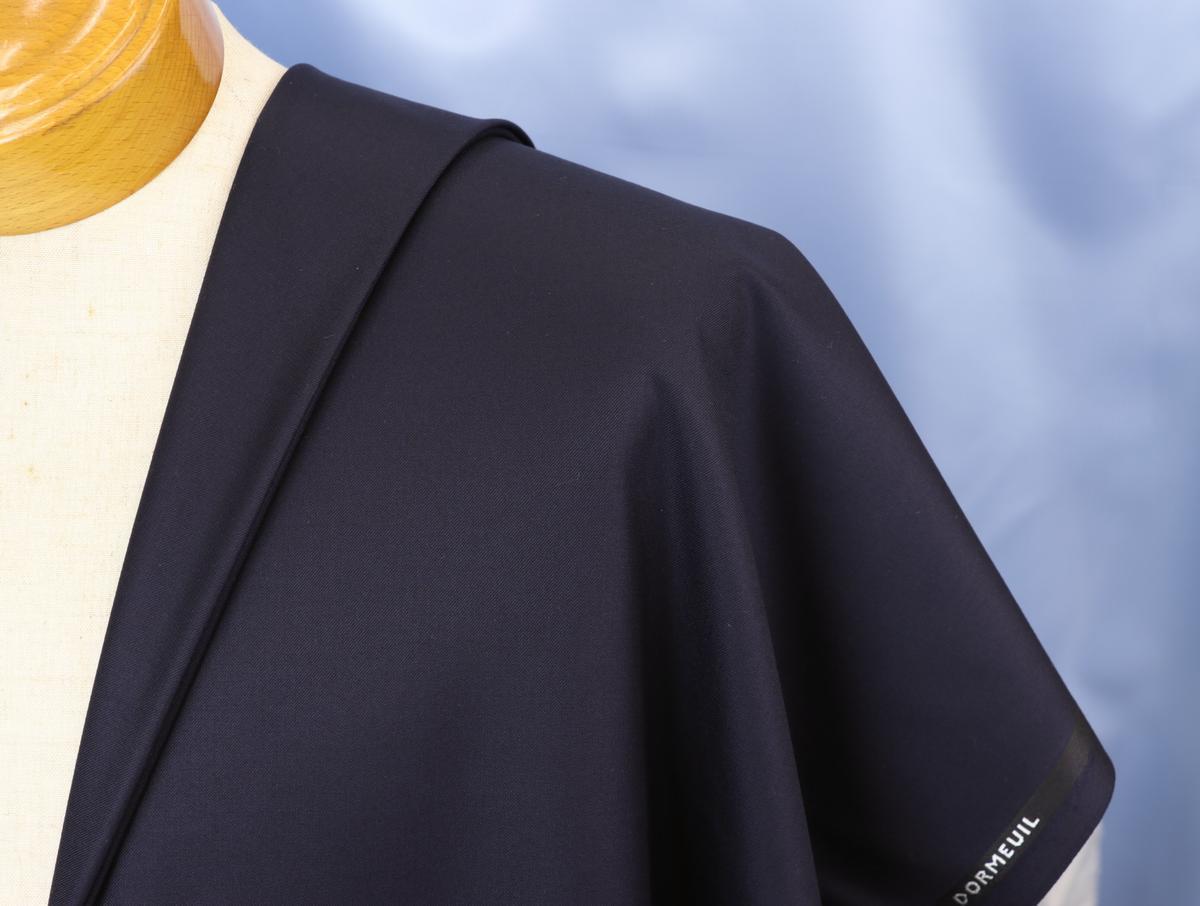 ★ドーメル社・インフィニティ3・服地の価格200万円・濃紺無地・ギフトボックス付き